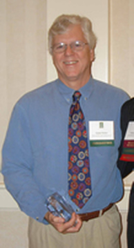 Sandy Prisloe accepting the 2006 Peter S. Thacher Award at the 2006 Fall NEARC Conference